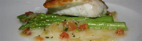ricette per cucinare la spigola ricetta spigola con salsa di asparagi ricetta