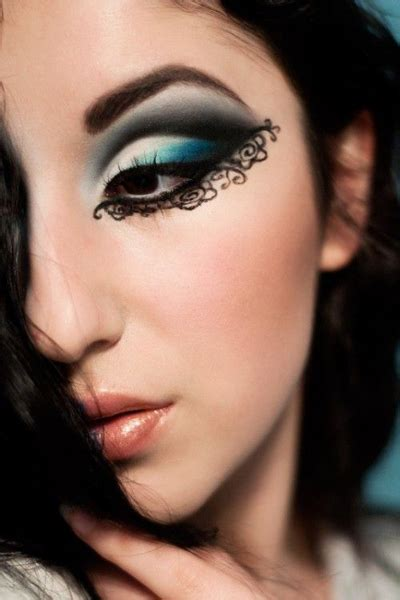 The Coolest Eyeliner Looks 20 amazing eyeliner tips tricks and looks to try now