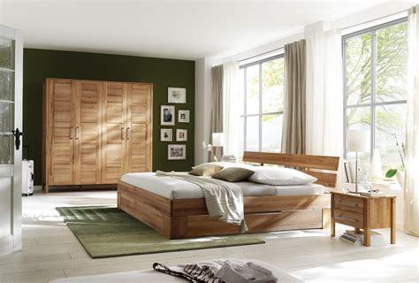 schlafzimmer massiv einrichten schlafzimmer komplett schrank bett nachtkommode