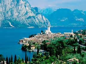 Rent A In Italy For A Day Boat Rental In Desenzano Choose The Motorboat Rental On
