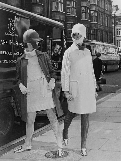 Swinging London 1966. Two fashion models in knitwear and
