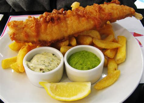 fish and chips file fish chips and mushy peas jpg wikimedia commons
