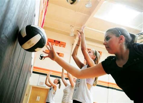 Volleyball Setter Drills To Do At Home | volleyball workout drills to do at home legs lunges