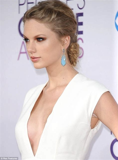 has taylor swift had a secret boob job insiders reveal has taylor swift had a secret boob job singer s curves