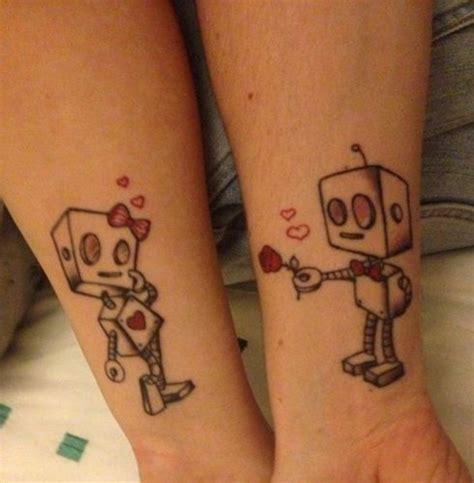 tattoo pour un couple tatouage couple robots amoureux tatouage pinterest