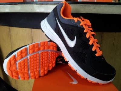 Sepatu Badminton Black Orange Original running tenis badminton basket sepatu running nike revolution msl black orange