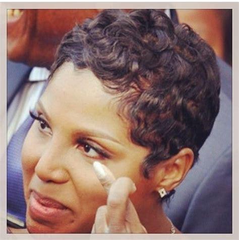short curly hair on toni braxrton and similar short curl y hairstyles on on black women toni braxton short hair short hairstyles pinterest