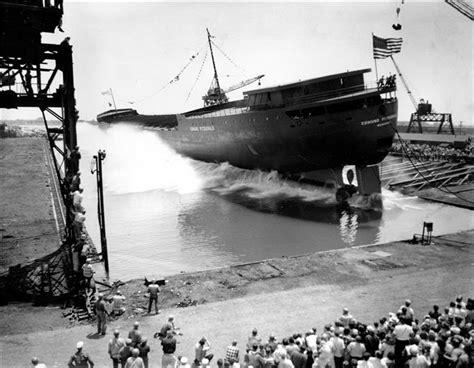 ss edmund fitzgerald sinking 40 years after edmund fitzgerald wreck crew member s