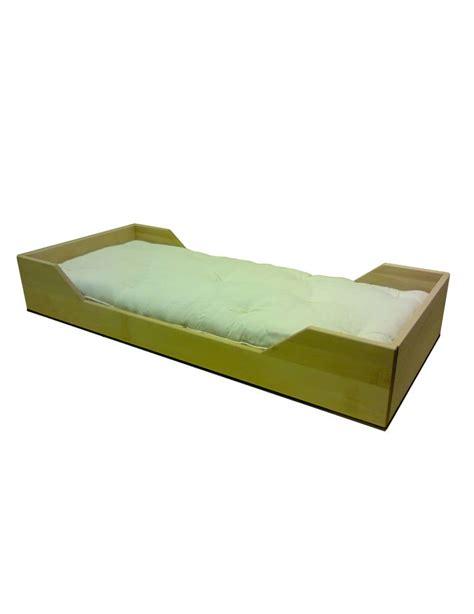 letto montessori letto ecologico montessori in legno massiccio con finitura