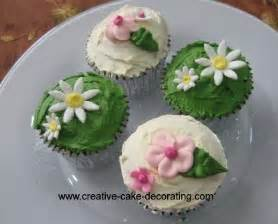 Other fondant cupcakes made using the similar flower cupcakes design