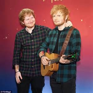 Ed Sheeran takes selfie with his Madame Tussauds NY wax figure   Daily Mail Online