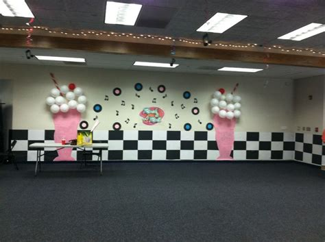 Decoration Theme Danse by Maybe A 50 S Theme Day Ideas