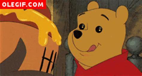 imagenes de winnie pooh gif gif c 243 mo se relame winnie de pooh al ver la miel gif 588
