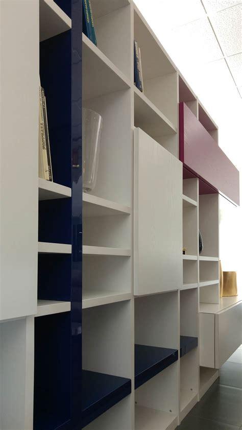 librerie in legno massello moderne awesome libreria moderna in legno bianco with librerie in