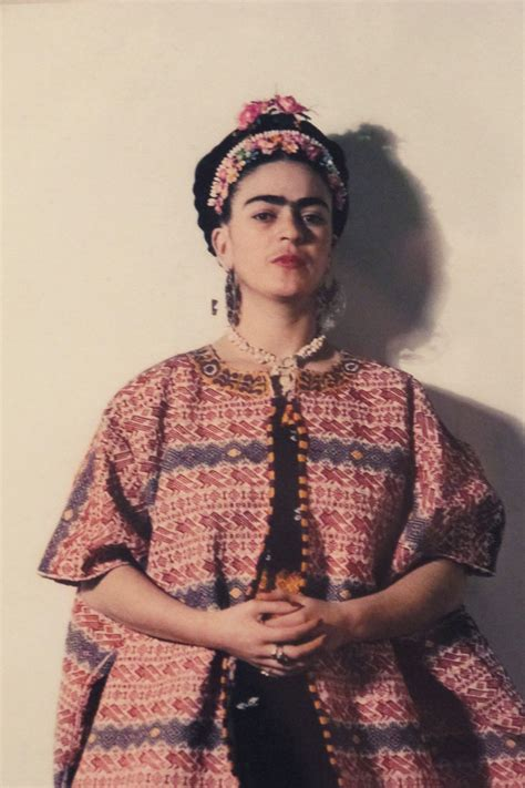 frida kahlo 23 beautiful color photos of frida kahlo from between the