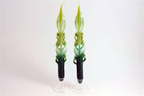 candele intagliate coppia di candele lunghe intagliate verdi oliva candele shop
