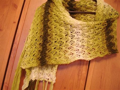 how to loom knit a shawl 19 best images about loom knit poncho on