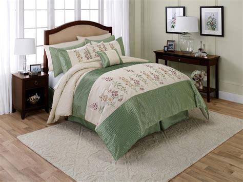 jaclyn smith comforter set jaclyn smith 6 piece growing garden comforter set floral