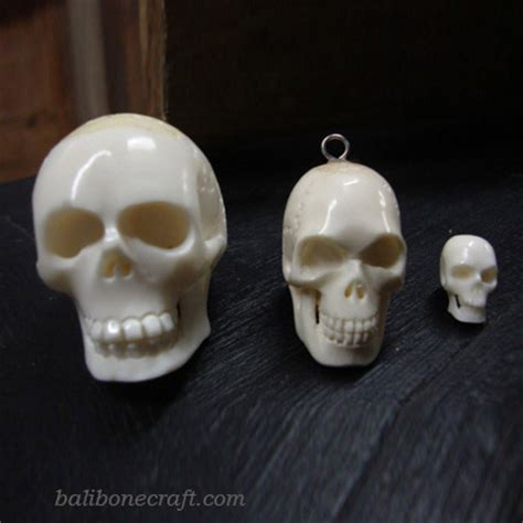 Kalung White 750 pendants of skull