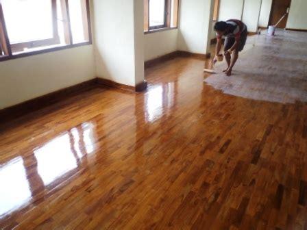 instalasi lantai kayu kios parquet