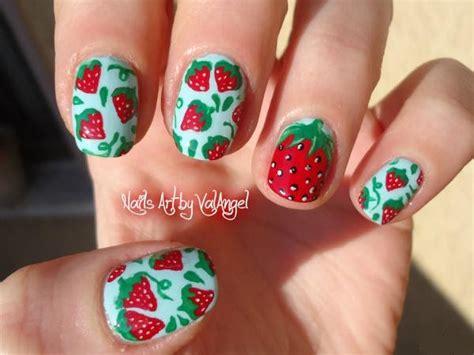 video tutorial 95 nail art ombr verde smeraldo e bianca con effetto valangel nails art nail art strawberry