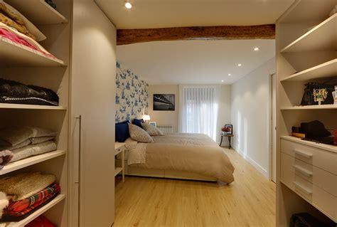 vestidor detras de la cama medidas habitacion con vestidor detras de la cama trendy walk in