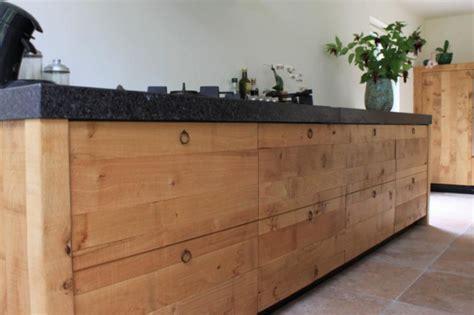 houten keuken met zwart blad keuken zwart keukenblad