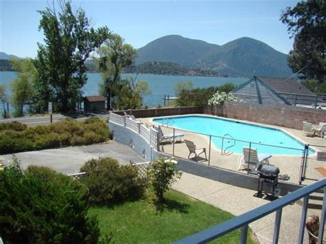 visit lakehousevacations to book this home for your