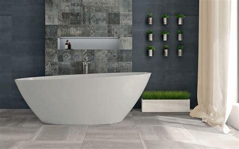 badezimmer keramische fliesen italienische fliesen f 252 r exklusives ambiente im bad