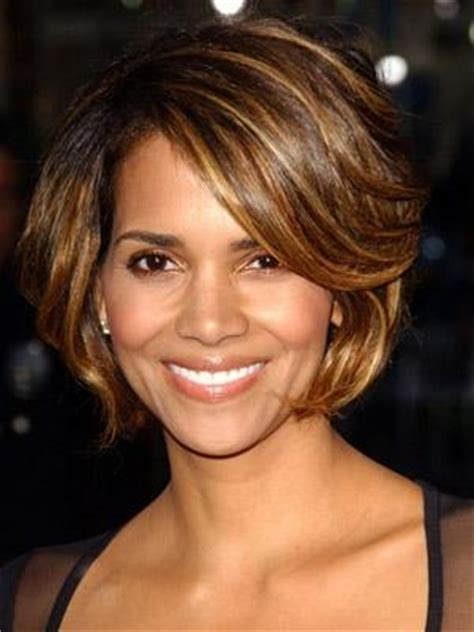 bobs of the 90s short hairstyles 1000 images about hallie berry on pinterest halle berry