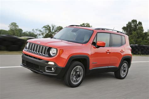standard jeep interior 2018 jeep renegade gains an updated interior and new