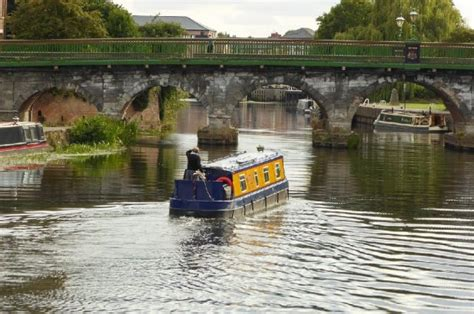 living on a canal boat uk guide buying a narrowboat pegasus marine finance
