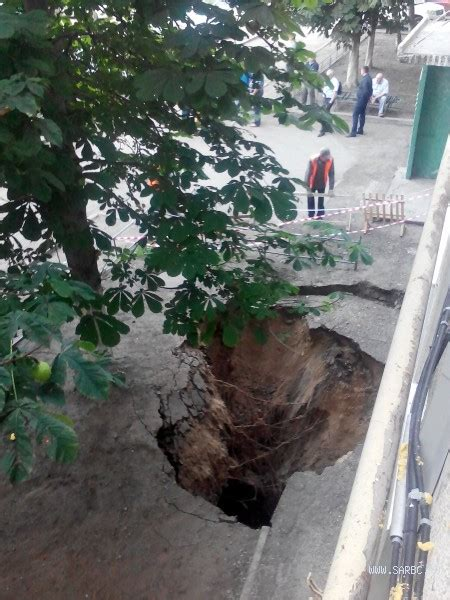 Lu Emergency Yama In Saratov Near The House A Dip Of 9 Meters Earth