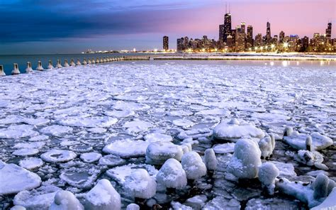 Awesome Christmas Town In Michigan #7: 13.-Chicago-USA-%E2%80%93-snow-blowing-off-Lake-Michigan-or-frozen-lake-with-skyscrapers-EA6F78-1680x1050.jpg