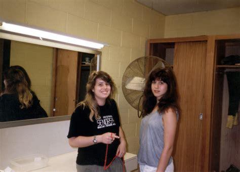 jennifer aniston pubic hair video jennifer aniston s wig looked like pubic hair photos