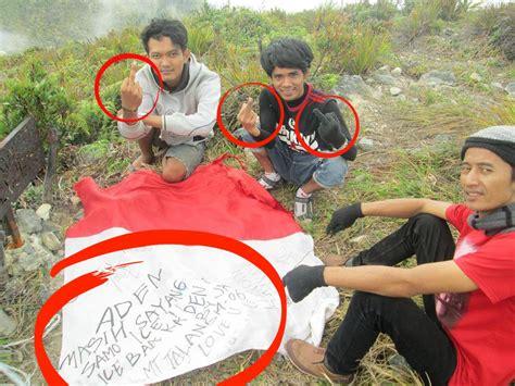 Ostrich Merah Sembur Putih Bos 5 4 tindakan pelecehan yang pernah menimpa sang saka merah putih boombastis portal berita unik