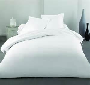 draps de lit blanches