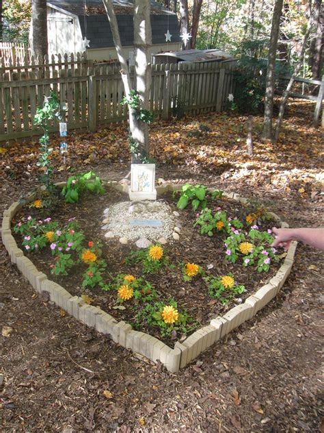 Small Memorial Garden Ideas Pet Memory Gardens Diana Digs Dirt