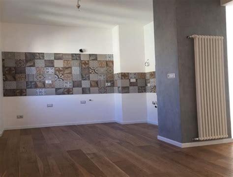 cucina piastrellata foto pavimentazione pi 249 mattonelle cucina e pittura di