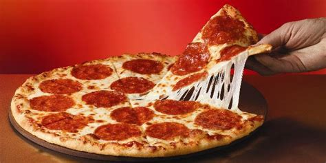 domino pizza favorit got the munchies here s how you can get a free domino s pizza