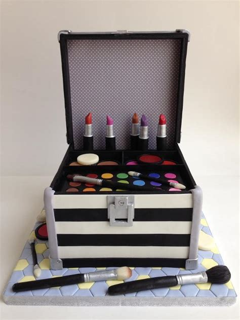 Vanity Case Cake Gorgeous Creations 5 Beautiful Makeup Bag Cake Ideas