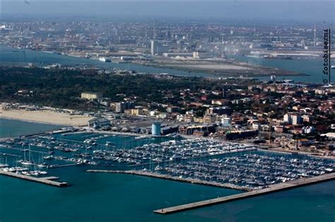 porto turistico ravenna porto di marinara il m5s porta il caso in parlamento
