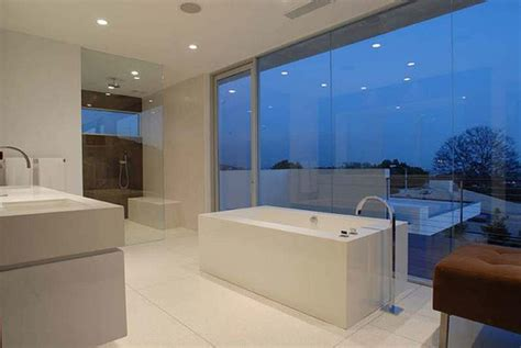 perrys bathrooms matthew perry s 4 5 million bachelor pad in l a