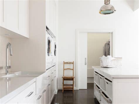 white laundry room beautiful concealed laundry and 28 trevligare att tv 228 tta i snygg tv 228 ttstuga lantliv com