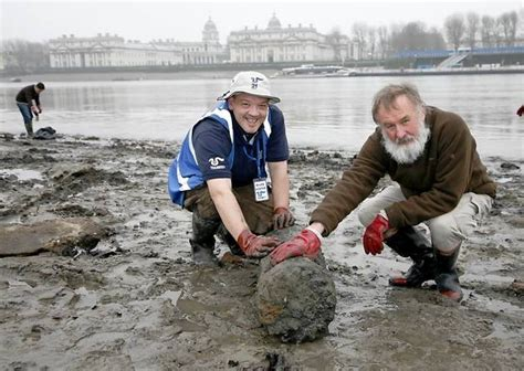 thames river clean up volunteers clean up the river thames in isle of dogs and