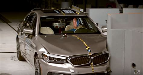 Bmw 1 Series Crash Test by 2017 Bmw 5 Series Crash Tested By Iihs Scores Top Safety