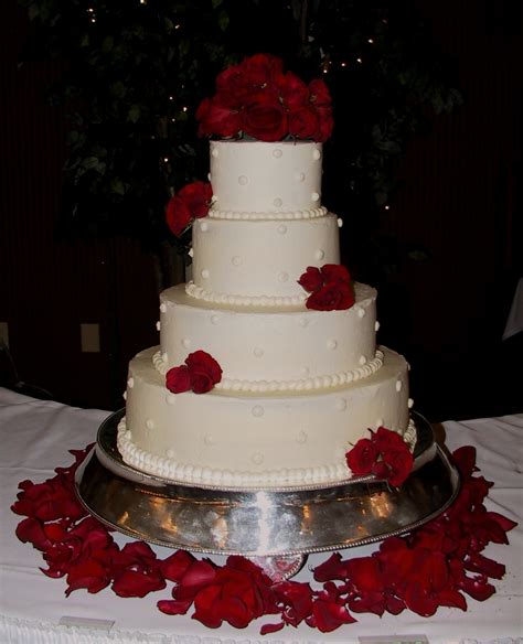 Hochzeitstorte Altrosa by White Wedding Cake With Fresh Roses Frankfort Ky