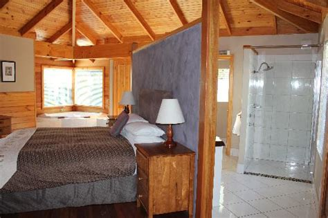 Kings Den Bedroom Bathroom And Laundry Area Picture Cape Howe Cottages