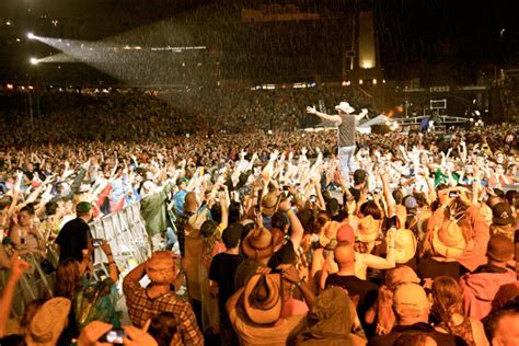 country music concerts in america 2014 kenny chesney announces 2015 stop at gillette stadium
