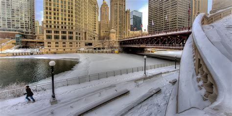 chicago snow arctic cold returning    inches  areas saturday bitter temps  week